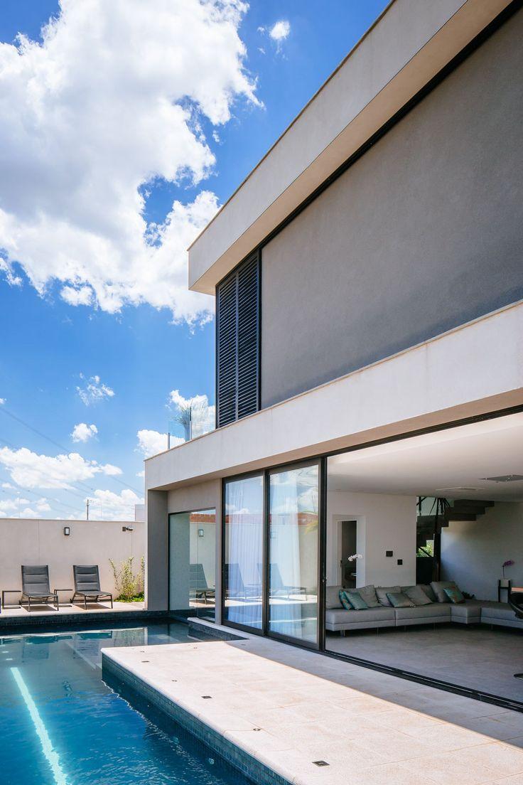 Projeto de Casa do escritório de arquitetura 24.7 Arquitetura no condomínio Mont Blanc em Campinas. Projeto com arquitetura moderna de nossos arquitetos.