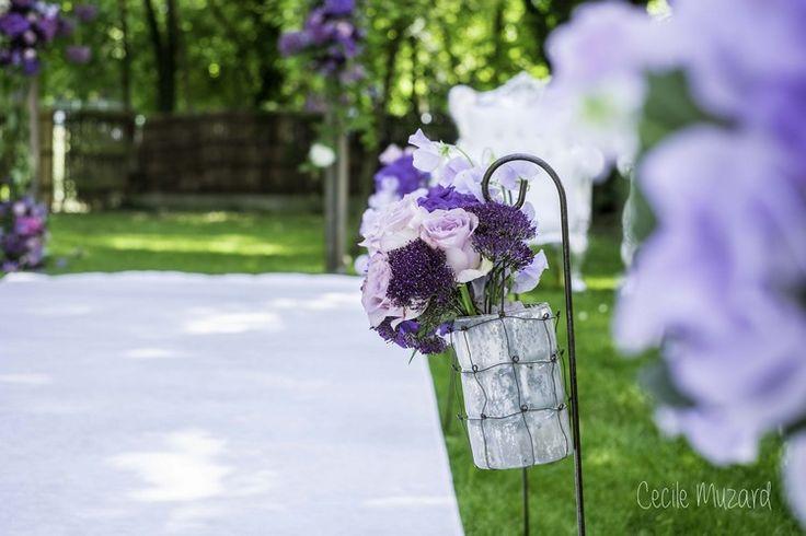 ceremonie-laique-petit-bouquet-de-l-allee-dans-les-couleurs-de-mauve-roses-amnesia-pois-de-senteur-mauve-claire-mariage-paris-france-reflets-fleurs