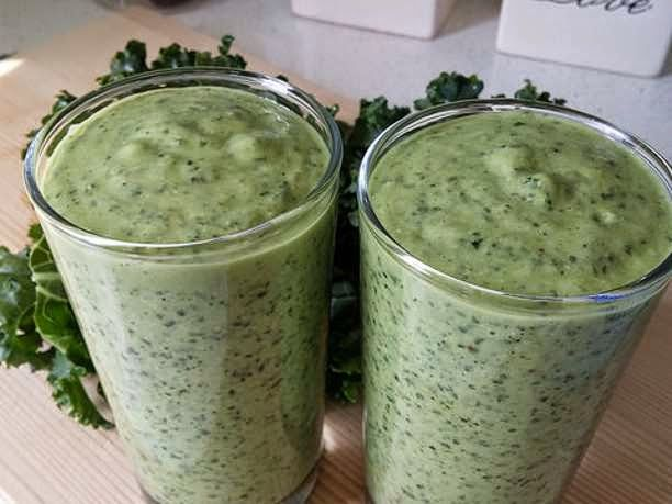 eniaftos: Kale, Hemp, and Avocado Smoothie Recipe