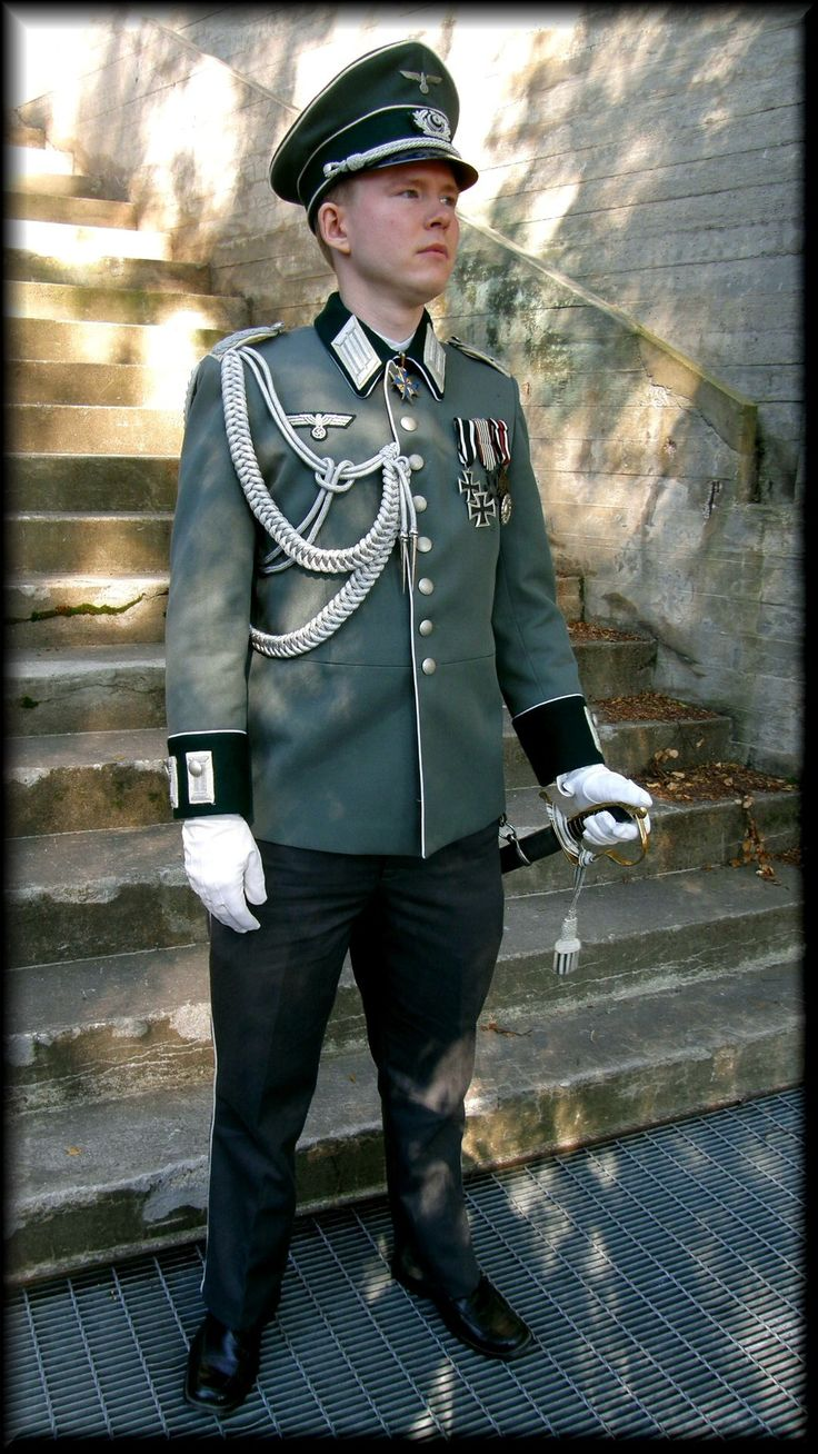 Wehrmacht officers' parade walking-out uniform. | Militar ...