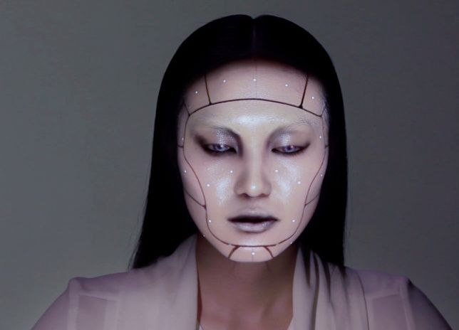 Watch A Model's Face Transform With Projection Mapped Makeup | The Creators Project http://thecreatorsproject.vice.com/blog/watch-a-models-face-transform-with-projection-mapped-makeup?utm_source=tcptwitterus