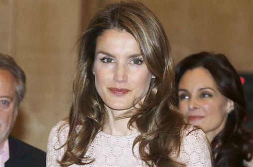 Letizia Ortiz respalda el teatro joven  http://www.europapress.es/chance/realeza/noticia-letizia-ortiz-respalda-teatro-joven-20130708161404.html