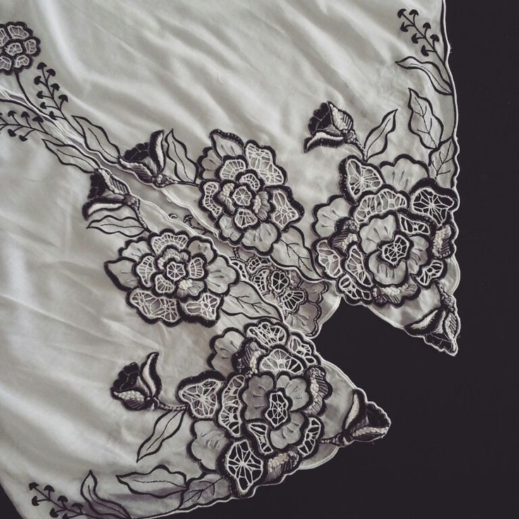 Kebaya with Black and white flower