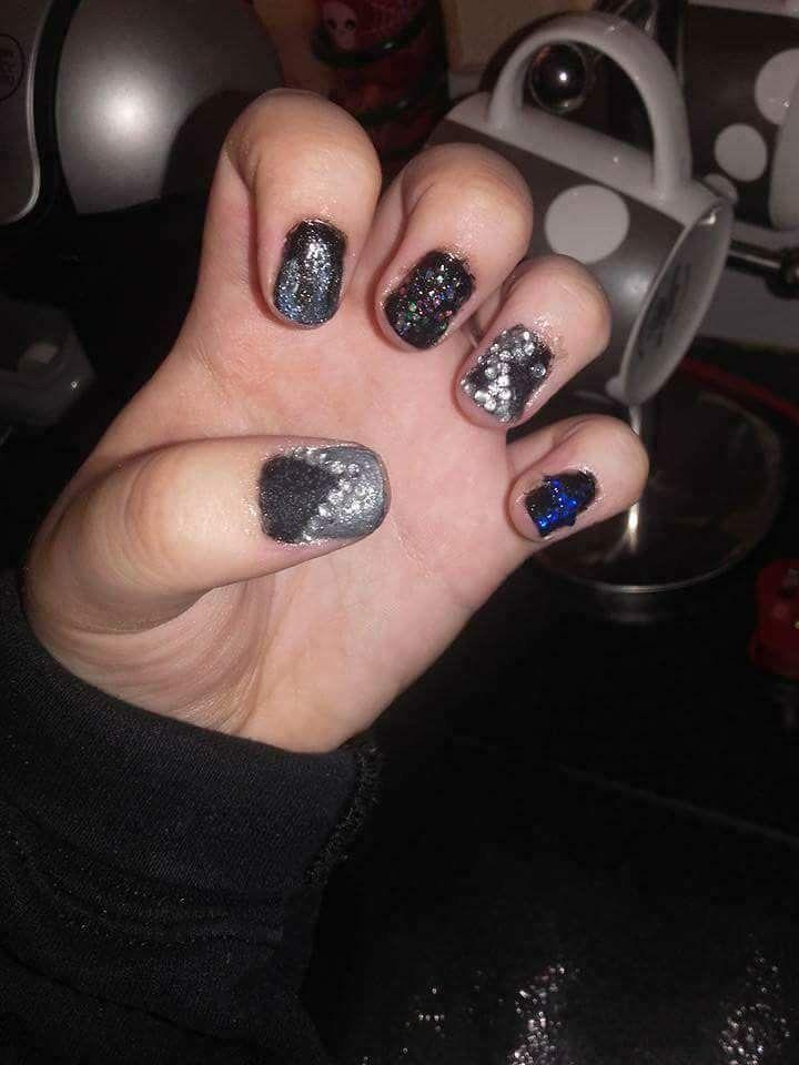 #Nails #Shellac #YingYang #Diamonds #Silver #Blue