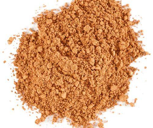 LILY LOLO- Base de Maquillaje Mineral Cinnamon 10 gr.  Las bases minerales Lily Lolo, están hechas a partir de ingredientes minerales 100% naturales; con protección solar SPF 15; penetran sin esfuerzo en la piel y minimizan granitos, manchas y líneas de expresión. Larga duración y textura ligera. Acabado luminoso y de larga duración. Libre de aceite, resistente al agua y apto para veganos. Apto para todo tipo de pieles, incluidas las más sensibles, y con acné. Tono oscuro color canela, con…