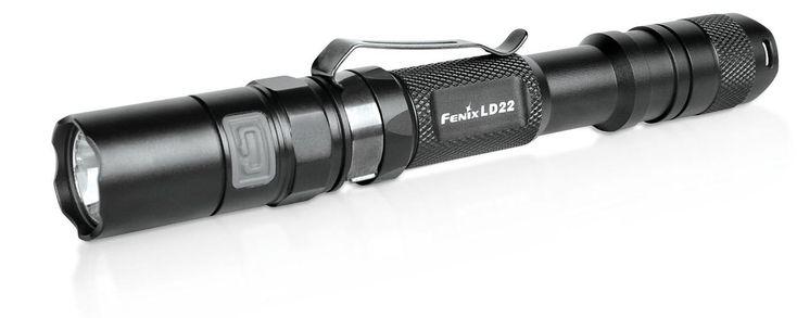 Linterna Fenix LD 22 G2, con 215 lumenes. Ilumina a 113 metros de distancia. 150 horas de duración de pack de baterias en modo Bajo. 4 modos de iluminacion y 2 modos flash.