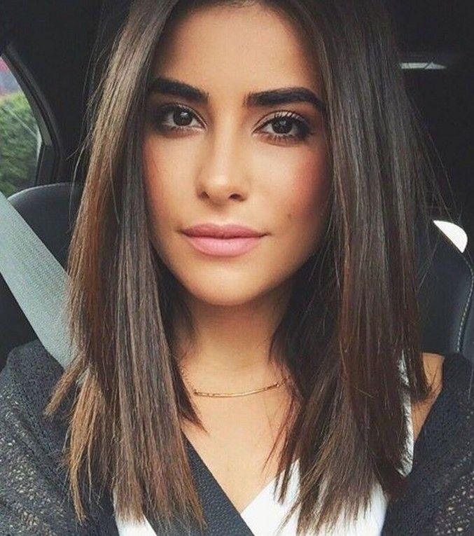 Doğal hali ile güzel bir tarz yaratabilirler. Düz saçlara sahip olan bayanlar model konusunda da şanslıdır çünkü kolay şekil alırlar. Saçları için birçok model bulabildikleri gibi saç
