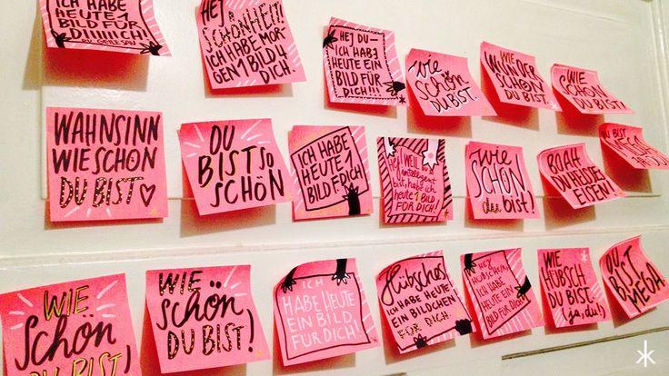 """Handlettering-Projekt gestartet nebenbei beim GNTM-gucken. Erste Zettelchen: """"Ich habe heute ein Bildchen für Dich"""" bzw. """"Wie schön Du bist"""". Die Post-It's werden in Augsburg landen … #postitlove #spreadthelove"""
