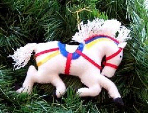 This page offers a step by step on how to make these cute plush carousel horse Christmas tree ornaments. They are easy to make, and even more so to personalize. Celebrate the season with plush horses.