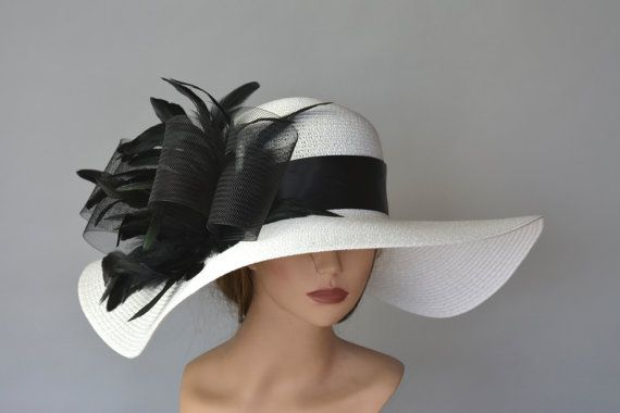 One size hat.(21,5-22.5)  Please feel free to ask me any questions or special requests.  Please visit my other shop