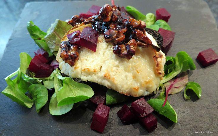 Grillet chevre, bakte rødbeter og valnøtter i balsamicodressing
