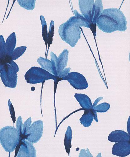 Vacker blomma på kvist i vitt och blått från kollektionen Twist AQU401. Klicka för att se fler inspirerande tapeter för ditt hem!