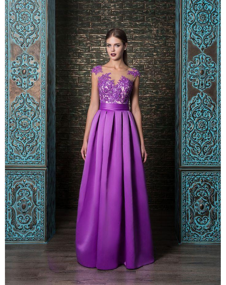Elegantné večerné šaty so živôtikom zdobeným čipkou a sukňou z mäkkučkého saténu. Vďaka šnurovačke sa krásne prispôsobia postave.