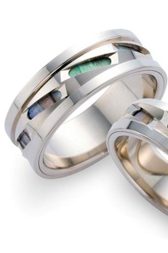 遥-haruka-  HR-163, 166  一からの手作りならではの個性的なデザイン。  職人の技を駆使した世界にひとつだけのマリッジリングです。    遥-haruka-    Individual design unique to handmade [ from HR-163 and 166 ].   It is only one marriage ring in the world where full use of a craftsman's work was made.