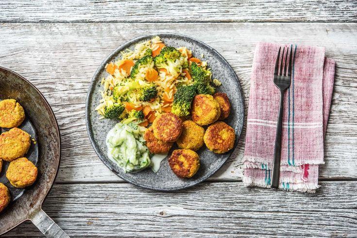 Rijst met pittige groenten en falafel