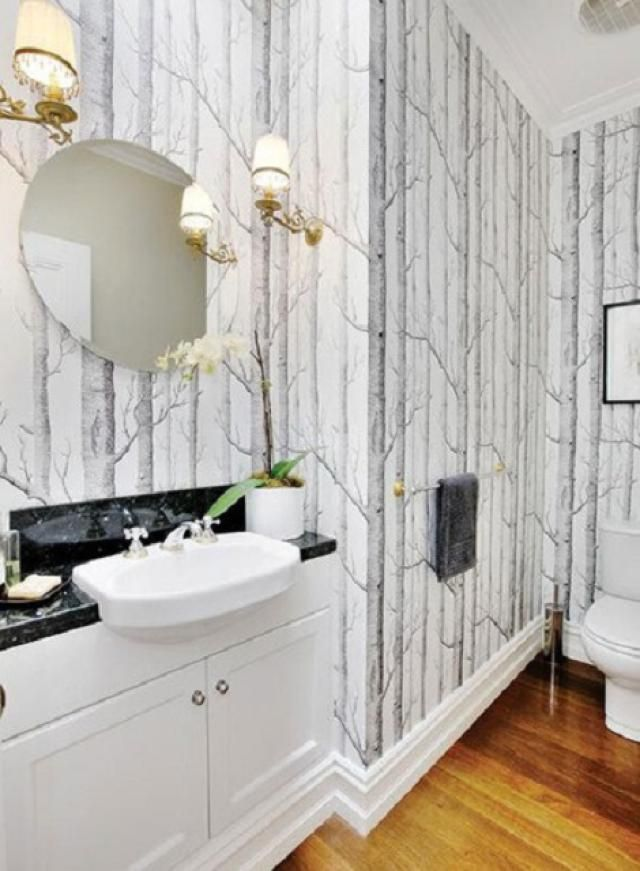 16 Glamorous Bathrooms With Wallpaper: Take It Outside