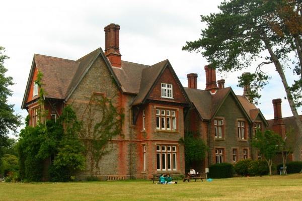 L'abri Manor in Greatham.