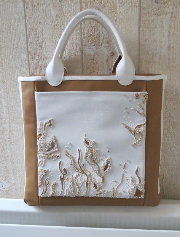 Valérie Barthel, élève à Nantes, a réalisé ce superbe sac à partir d'une broderie au crochet de Lunéville.