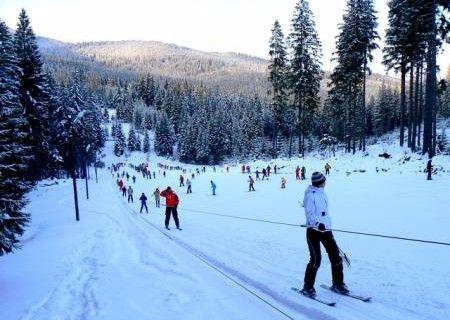 Este greu sa alegi intre a petrece vacanta de REVELION 2015 in Romania si a merge la SKI, tocmai de aceea am pregatit o vacanta - http://www.reduceri-sezon.ro/oferta/sejur/revelion-baile-harghita-ski-patinaj-si-snowtubing-la-hozon/1932/ - care sa le combine pe amindoua. Astfel, poti sa petreci vacanta de revelion 2015 intr-o locatie unde gazdele te vor primi cu mese....