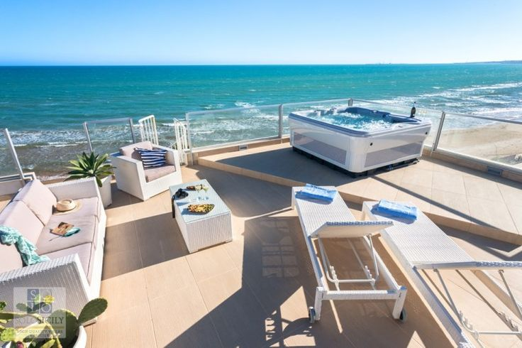 Solena What a view from that jacuzzi on the terrace at this great villa in Sicily!
