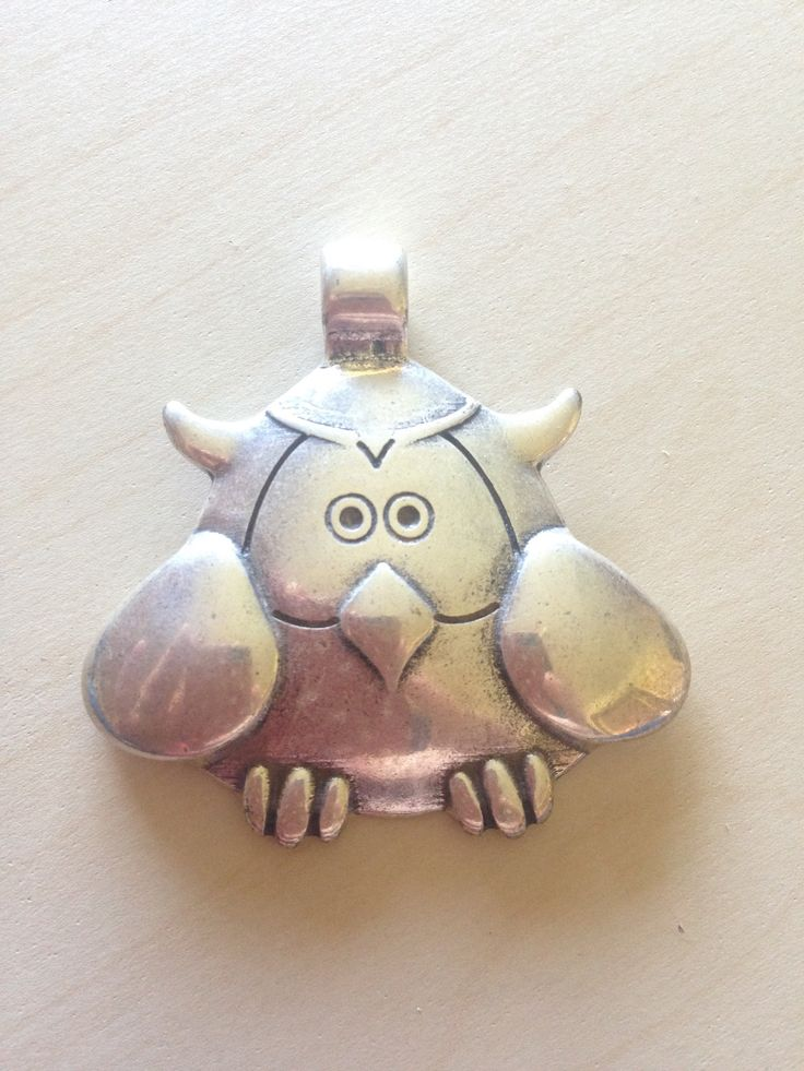 This cute pendant is perfect for the owl fan! It measures 4.5cm x 4.5cm and the loop hold is approx 4mm. Prefect for leather, cord, ribbon etc. Only one available.