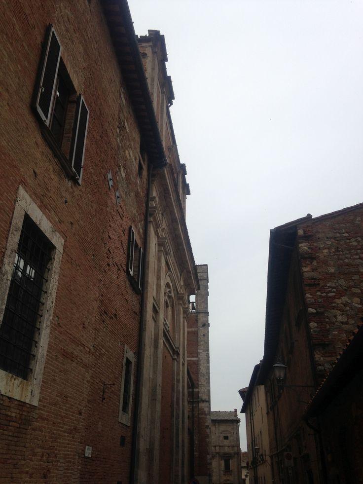 behind the Piazza Grande dietro Piazza Grande Derriere Piazza Grande