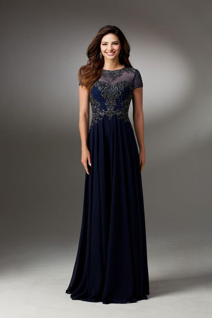 Elegancka, wieczorowa suknia dla mam Mori Lee, na krótki rękaw. Długa suknia z szyfonu. Gorset wyszywany koralikami i kamieniami. Biżuteryjny …