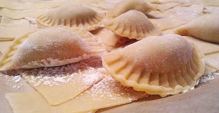 Ravioli, gefüllt mit Mozzarella, getrockneten Tomaten und Rucola, ein sehr leckeres Rezept aus der Kategorie Pasta & Nudel. Bewertungen: 95. Durchschnitt: Ø 4,3.