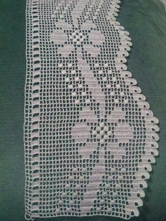 Crochet para remate de um caminho para mesa.