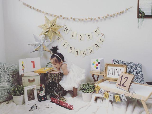 1歳の誕生日は子供にとって初めての誕生日。盛大にかわいく飾り付けして足型を取ったり一升餅を準備したりと盛大にお祝いする家庭が増えてきています。ちょっとしたテクニックで人と差がつく、簡単な飾り付け&お祝い方法を先輩ママから学びましょう。ママも本気の1歳誕生日の素敵なデコレーション・ノウハウをまとめました。