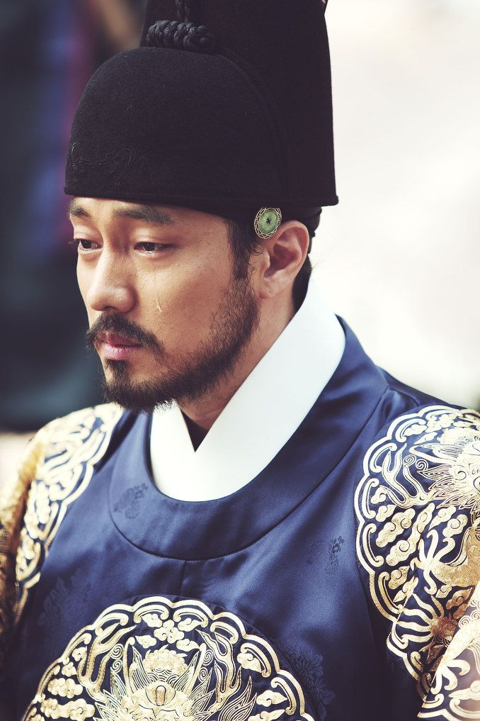 한복 Korean traditional costume / Hanbok from Naver.