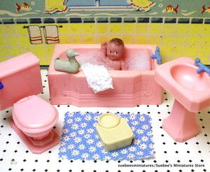 Beautiful 1946 Fragile Bathroom Set Vintage Renwal Dollhouse Furniture 3 4"