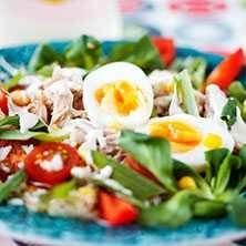 Tonfisksallad med ris och ägg