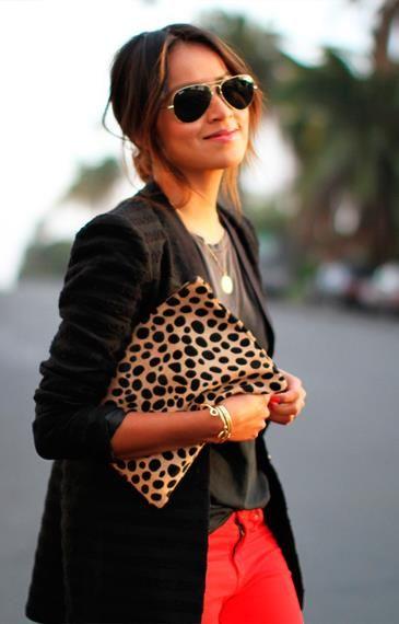 Черные брюки и леопардовый топ
