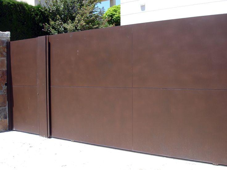 Puerta de exterior peatonal + columna + corredera garaje chapa cortén