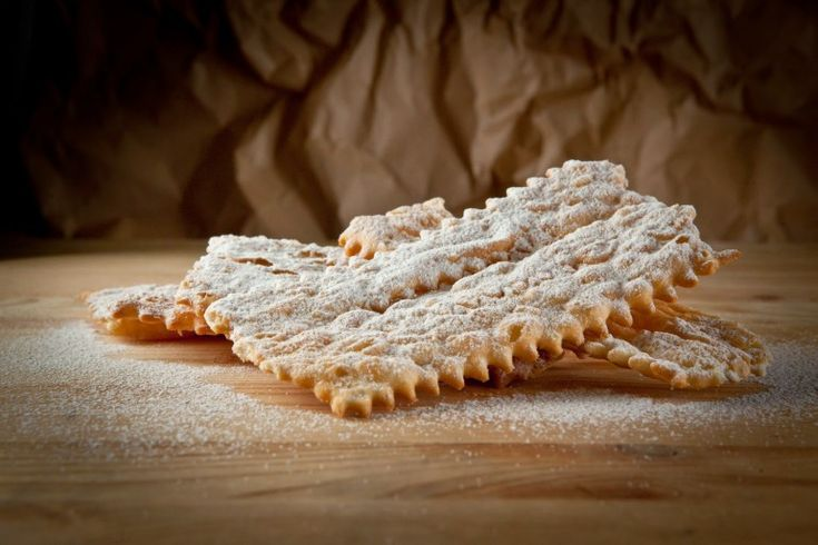 Le chiacchiere ricetta tipica di Carnevale #lechiacchiere #carnevale #dolcitipici #fritti #dolceabruzzese #sweet #bontà #homemade #food #dessert #dolci #amazing