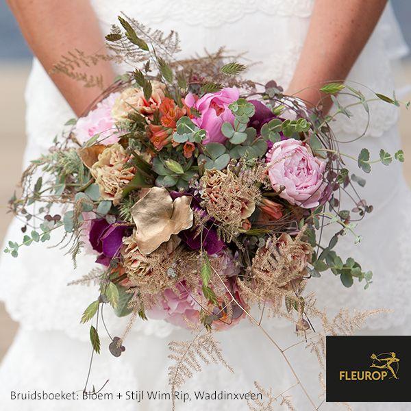 Uniek bruidsboeket met zachte kleuren van Fleurop Bloemist Bloem + Stijl Wim Rip te Waddinxveen