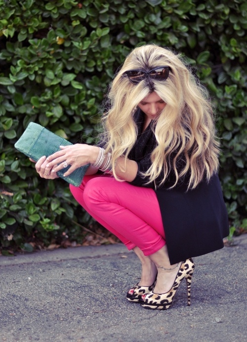 Love the leopard heels with pink & black! (Pink Mossimo shirt, black pencil skirt?)