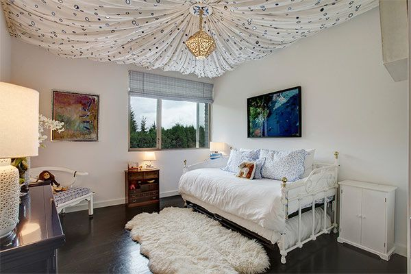 Informalsuper-Day-Beds-decorating-ideas-for-Prepossessing-Kids-Contemporary-design-ideas-with-baseboards-casement-windows-cupboard-daybed-girls-bedroom-iron-bed-sheepskin-rug-tent