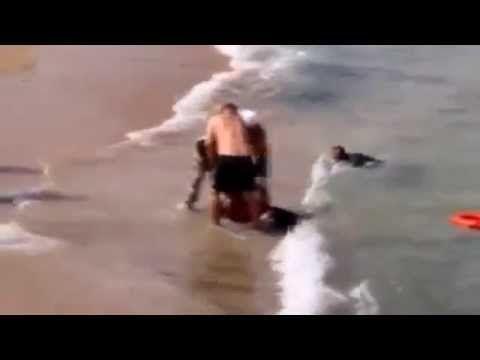 ابن ينقذ والده من الغرق فيغرق الابن موقف مؤثر جدا