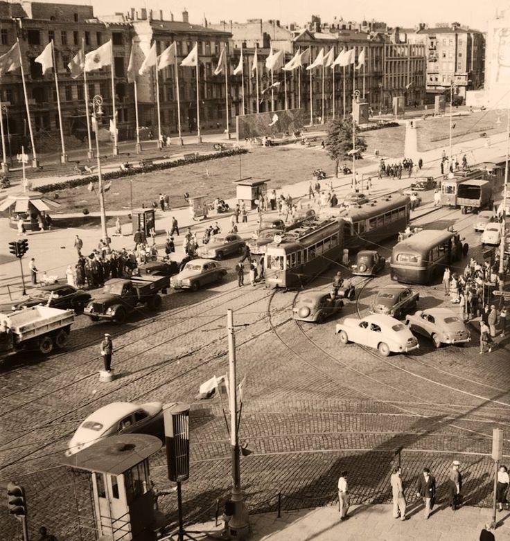 Aleje Jerozolimskie / ul. Nowy Świat, 1955 (fot. Zbyszko Siemaszko)