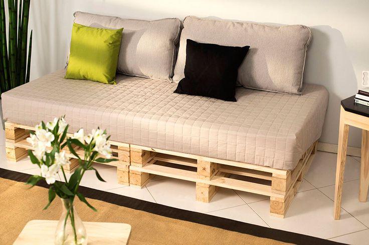 Sofá de pallet: Alternativa bonita e simples para a sala!