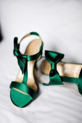 Потрясающий изумрудный цвет – как главный свадебный акцент! http://studia-chudes.com/