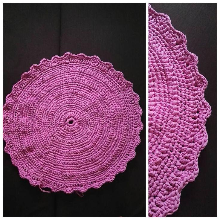 Aaaaa! Chwałę się 🙈💪 80 cm nie licząc wykończenia 💪 #carpet #tshirtyarncarpet #tshirtyarn #kottoon #yarnporn #crochet #crocheting #szydełko #szydełkowanie #handmadeinpoland #handmadedecor #floordecor #dywan #byhand #craftart #craft #rekodzieło #recznarobota #cutething #pink #yarn #handmade #polskierekodzielo #dzierganie #karolahandmade #i_love_rekodzielo