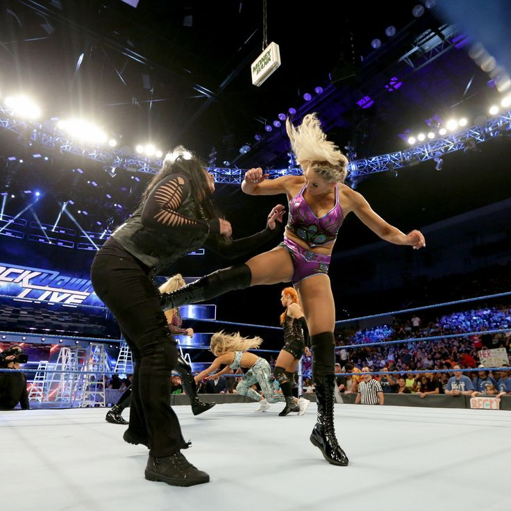 Charlotte Flair vs Tamina Snuka