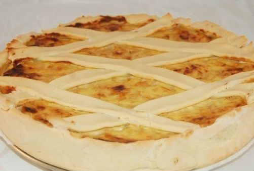 """This Ligurian #Liguria #pie combines the soft delicacy of """"#ricotta"""" flavor of red #onion that brings with it a hint of sweetness! Very good! Onions and cheese cake"""