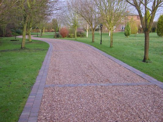 "Here we go: Gravel driveway ""sectioned"" by pavers. Very nice!"