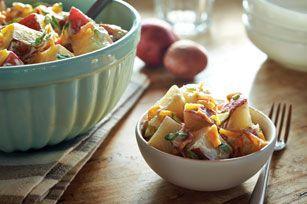 Salade de pommes de terre de la grilladerie---  Quel est l'ingrédient qui vous fera succomber? Est-ce le bacon émietté, le cheddar fort ou le mélange de vinaigrette ranch et de tartinade MIRACLE WHIP? Peu importe le penchant de chacun, tout le monde adorera cette salade!