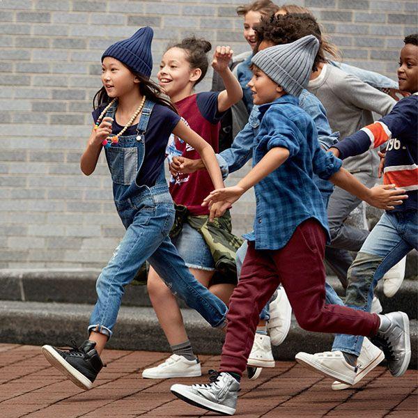 Enteritos de jeans, camisas, pantalones, faldas, moda niñas y niños invierno 2018. Moda urbana infantil otoño invierno 2018.