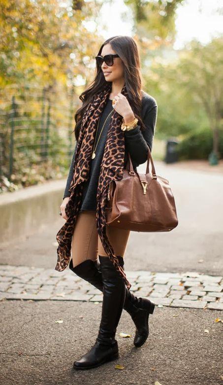 Look de inverno cheio de estilo com botas over the knee e cachecol de oncinha